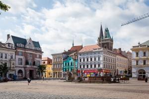 Blick über den Marktplatz zur Bartholomäuskirche.